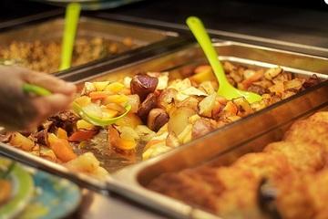 Sau bữa ăn nhiều học sinh ở Hà Nội bị ngộ độc nhập viện