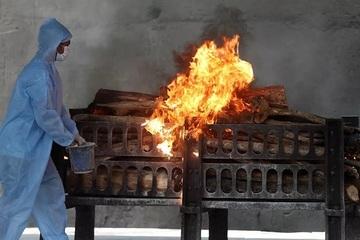 Nỗi ám ảnh về những nhà hỏa táng ở Ấn Độ giữa đại dịch