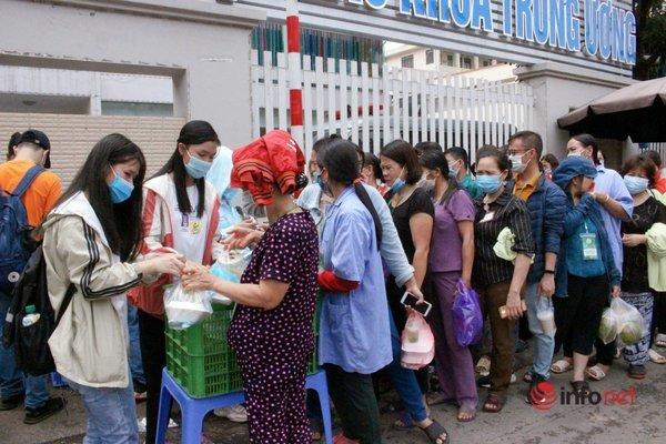 Những suất cơm 5000 đồng ngày Chủ nhật ở Hà Nội