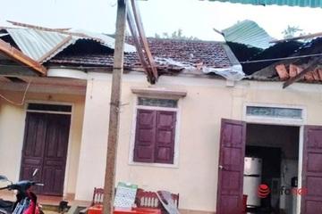 Nghệ An:  Lốc xoáy làm tốc mái hàng chục ngôi nhà, 1 người bị thương
