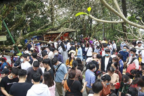 giỗ tổ hùng vương,du khách,giỗ tổ 2021,pháo hoa,đền Hùng,Phú Thọ
