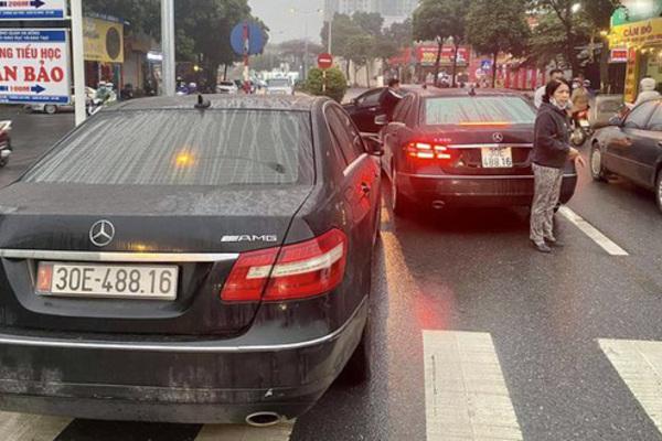 Cặp xe Mercedes trùng biển số, đối tượng làm giả hàng trăm bộ giấy tờ chịu mức án nào?