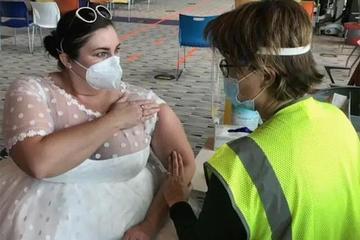 Tiệc cưới vài lần bị hoãn vì dịch bệnh, cô dâu làm điều bất ngờ