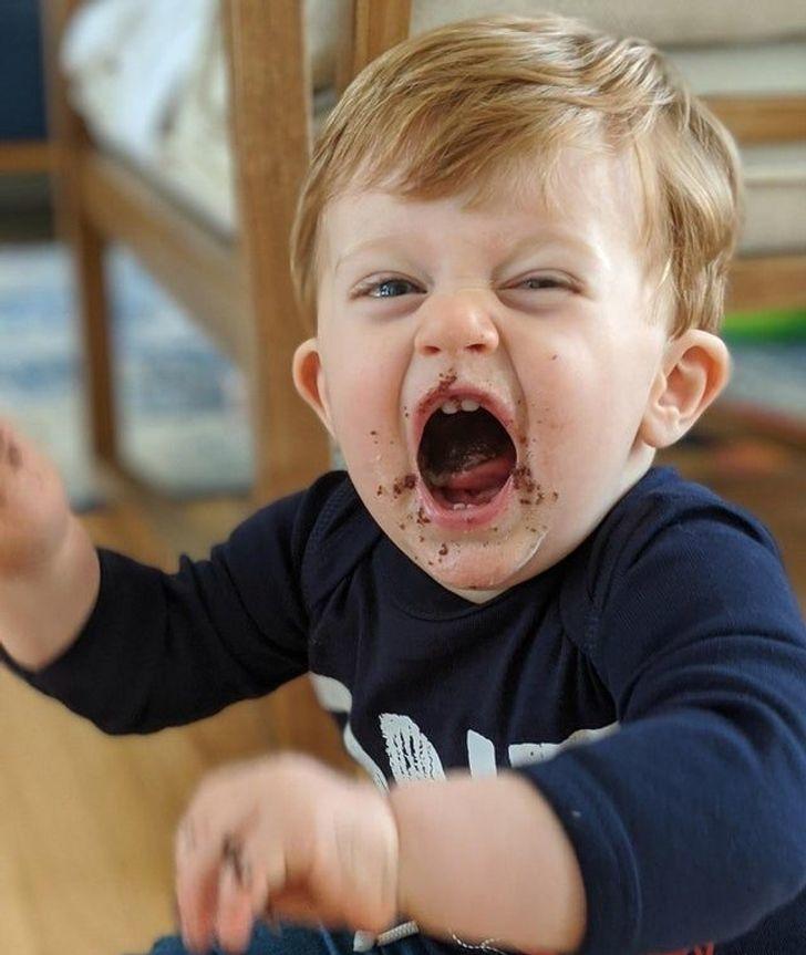 Phản ứng đáng yêu của em bé trong những 'lần đầu tiên' cuộc đời