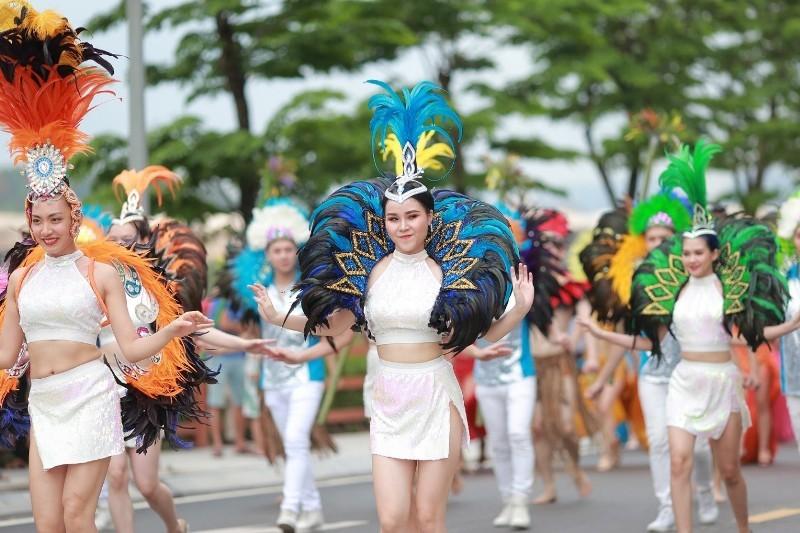 FLC Hạ Long: Rực rỡ sắc màu lễ hội trên đỉnh kỳ quan