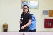 """Clip phóng viên VTV bị bảo vệ """"lôi đi"""" lên sóng truyền hình"""