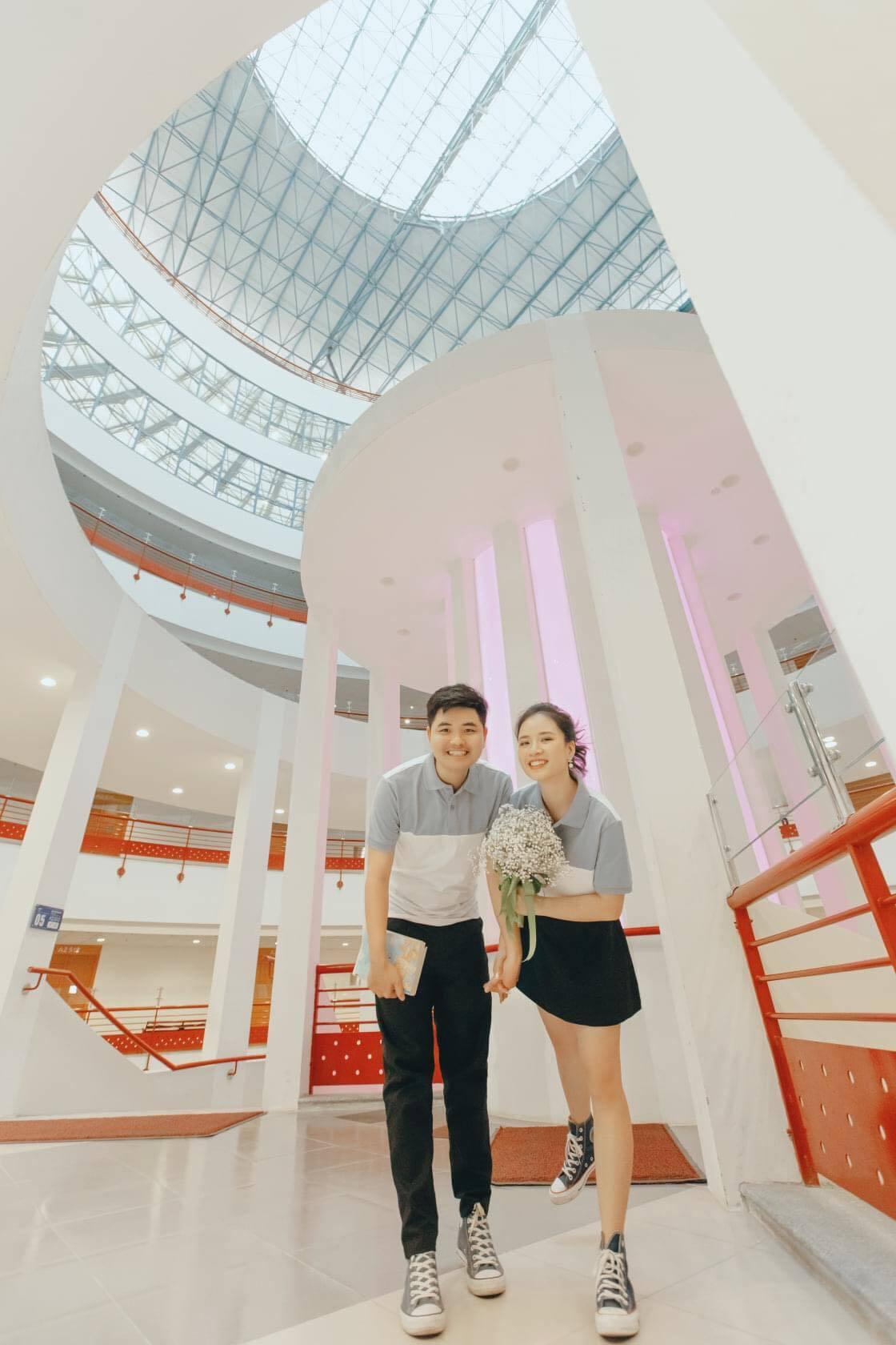 Chuyện tình ngọt như phim của cặp đôi chụp ảnh cưới tại ĐH Kinh tế Quốc dân
