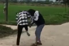 Phẫn nộ trước clip nữ sinh Ninh Bình đánh nhau trong tiếng cổ vũ lột đồ