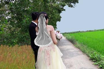 Chồng huỷ kết bạn Facebook, về quê cưới vợ mới