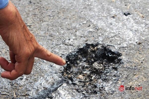 Nghệ An: Mặt đường 'nhão choẹt', người dân khiếp vía vì bánh xe bị bám dính