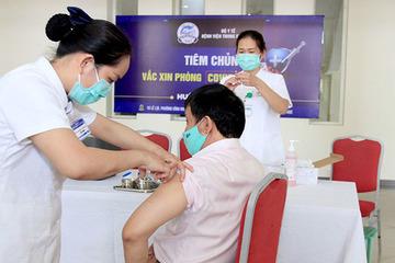 Tiêm chủng 3.000 liều vắc xin Covid-19 cho nhân viên y tế Bệnh viện Trung ương Huế