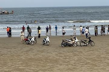 Thanh Hóa: 8 học sinh rủ nhau đi tắm biển, 1 em đuối nước, 3 em mất tích
