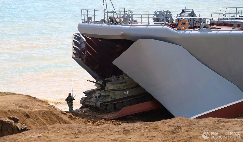 Toàn cảnh Nga tập trận quy mô lớn ở Crimea