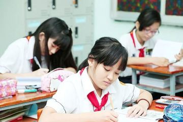 Hà Nội 'chốt' dừng tuyển sinh lớp 6 hệ song bằng: Phụ huynh nói gì?