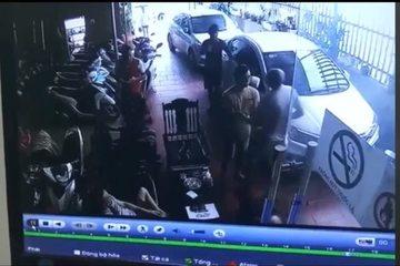 Truy tìm kẻ đâm chết con trai chủ tiệm cầm đồ khi đi chuộc điện thoại ở Thanh Hóa