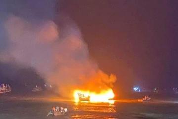 Thanh Hóa: Hai tàu cá bị thiêu rụi lúc rạng sáng, thiệt hại 3,2 tỷ đồng