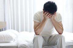 Căn bệnh khiến người đàn ông không thể nằm ngủ