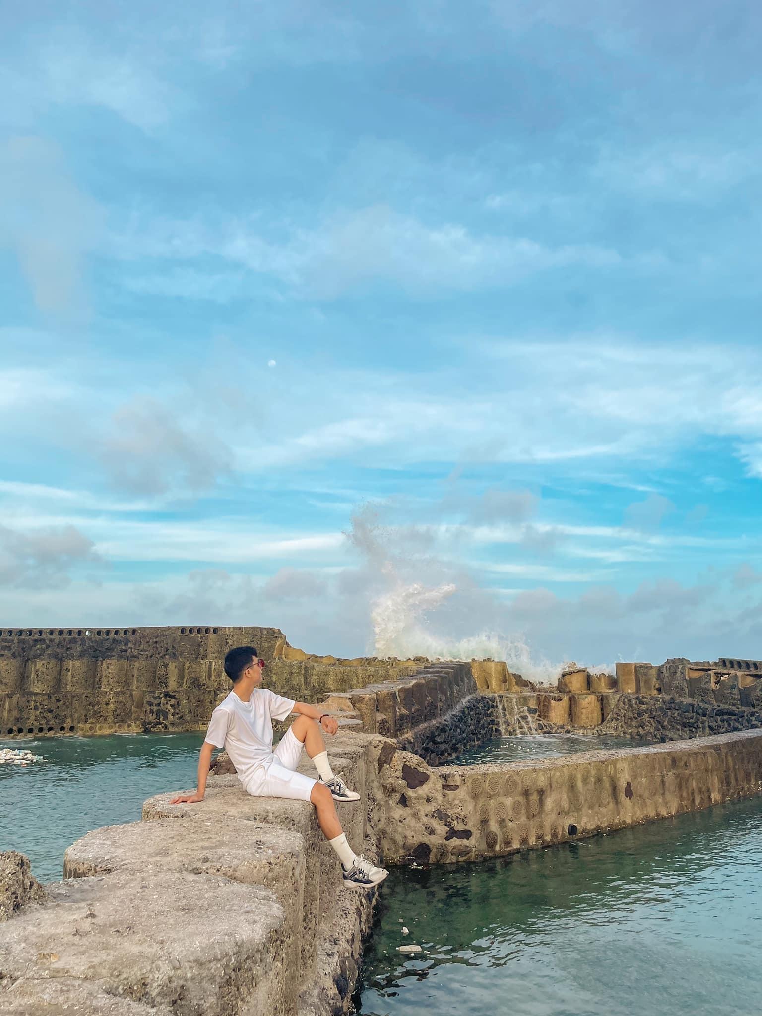 Chàng trai du lịch đảo Phú Quý với chi phí 'siêu rẻ', địa điểm check-in đẹp như thiên đường