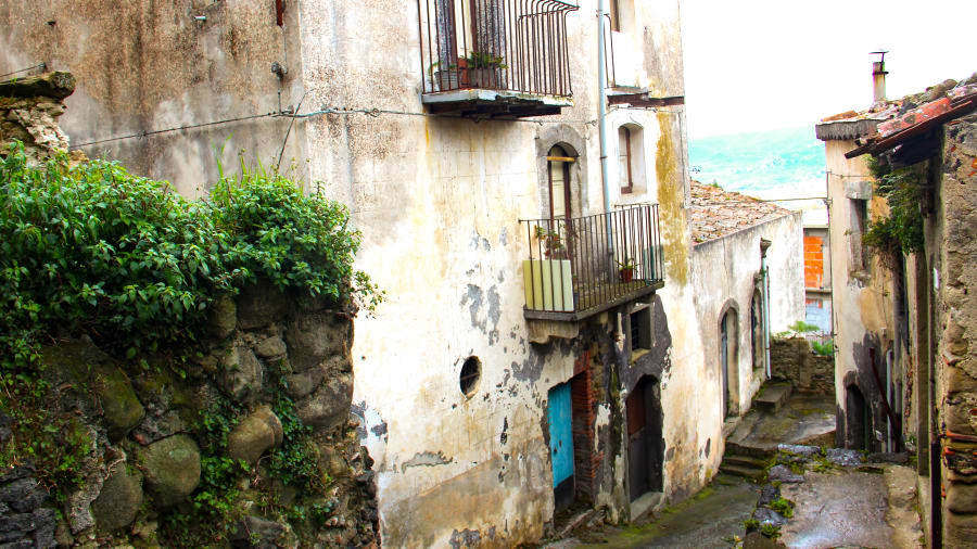 Thêm một thị trấn ở Italia rao bán nhà với giá 1 euro