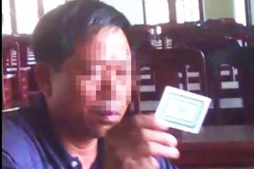 Quảng Nam: Xác minh clip cán bộ đánh bài trong hội trường có xử thắng thua bằng tiền không