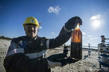 Chuyên gia hé lộ yếu tố khiến giá dầu có thể 'sụp đổ'