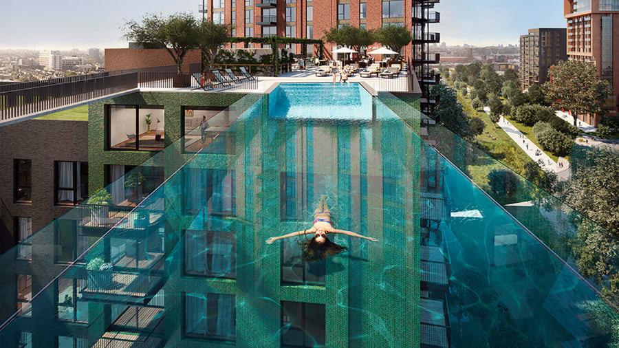 Bể bơi xuyên thấu treo giữa hai tòa nhà cao tầng ở Anh