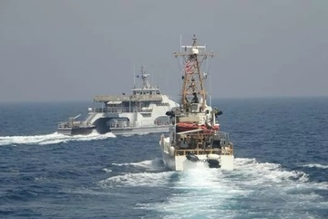 Tàu chiến Mỹ - Iran suýt chạm mặt, súng chỉ thiên đã được bắn