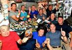 Bữa ăn đông đúc của 11 phi hành gia trên trạm vũ trụ quốc tế ISS