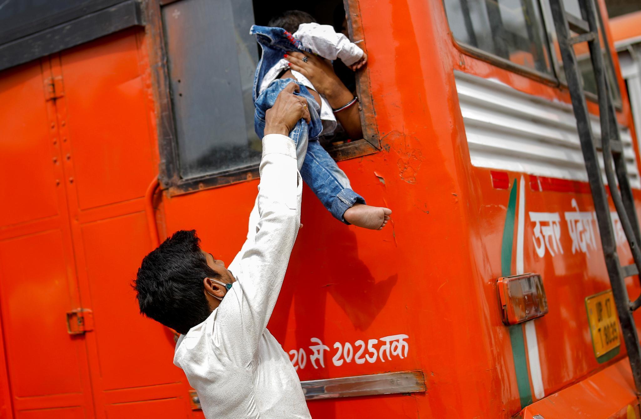 Hậu quả khủng khiếp của 'cơn bão oxy' đổ bộ vào Ấn Độ