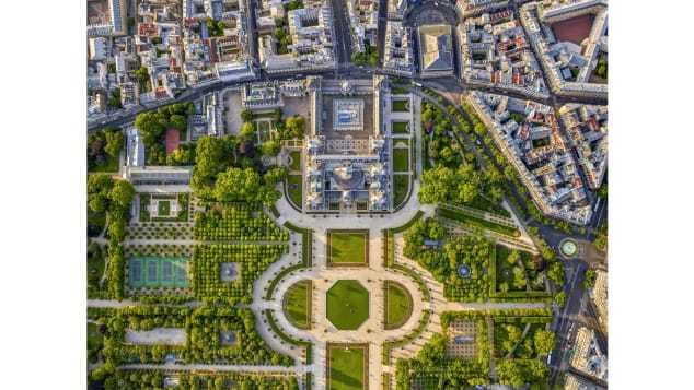 Choáng ngợp với Paris tráng lệ mới lạ khi nhìn từ trên cao
