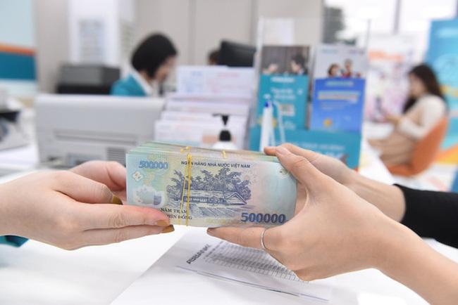Vừa lĩnh xong thưởng Tết, nhân viên ngân hàng lại hóng 'ting ting' ngày lễ