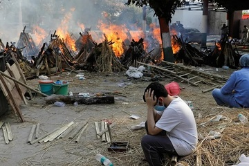 'Sóng thần' Covid-19 càn quét, Ấn Độ thiếu gỗ trầm trọng để thiêu xác bệnh nhân