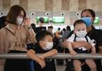 Sân bay Nội Bài đông nghẹt người trước ngày nghỉ lễ 30/4