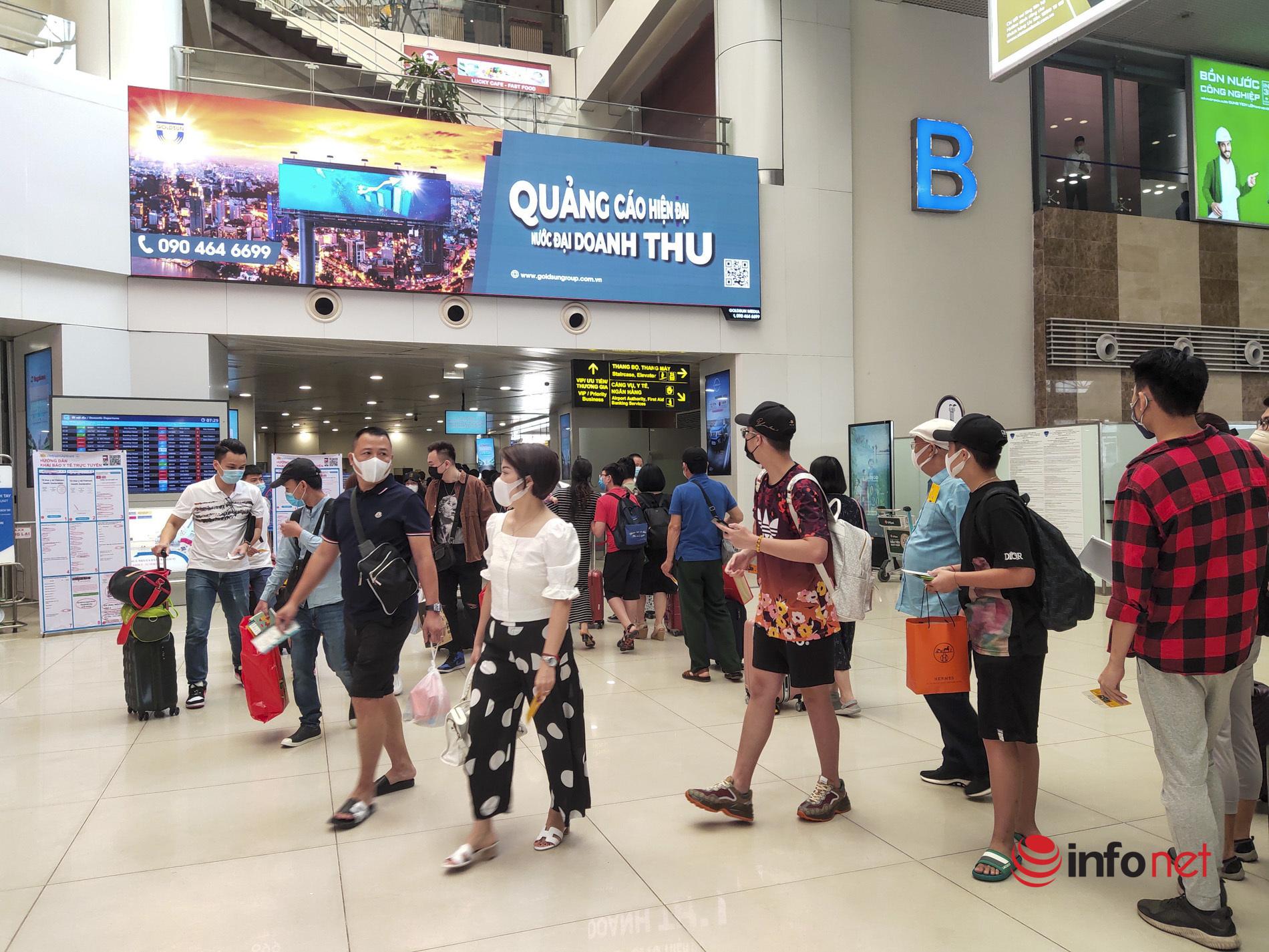 Sân bay Nội Bài đông nghịt khách ngày nghỉ lễ