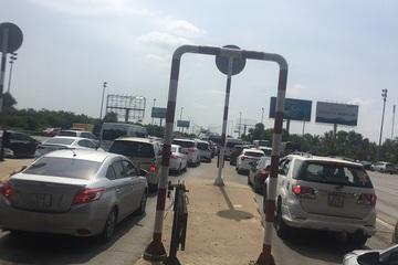 Tắc dài hàng cây số trên cao tốc Long Thành – Dầu Giây, trạm thu phí quyết không chịu xả