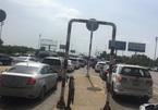 Tắc dài hàng ki lô mét trên cao tốc Long Thanh – Dầu Giây, trạm thu phí quyết không chịu xả