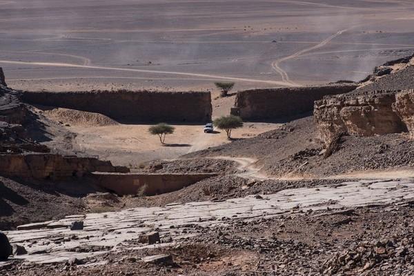 Miệng núi lửa kỳ quái hút khách du lịch ở Maroc