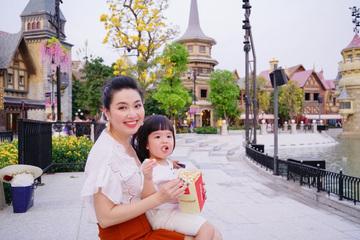 Diễn viên Lê Khánh cho con trai để tóc dài như con gái, lạ nhất là câu trả lời khi có người hỏi giới tính của con