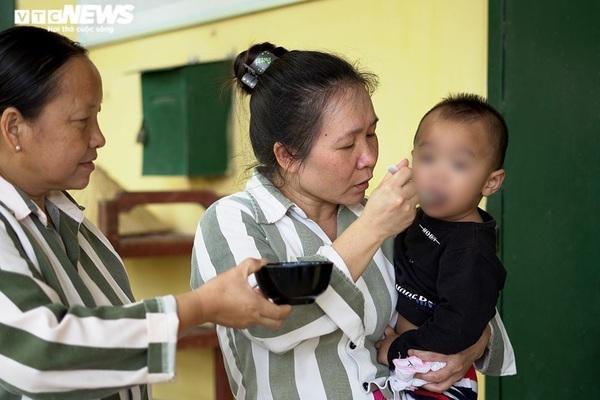 Nhà trẻ đặc biệt của những em bé sinh ra trong trại giam