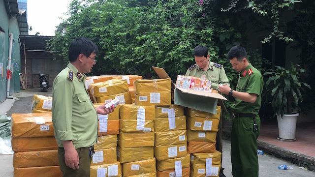 Hà Nội bắt giữ gần 14.000 lọ tinh dầu thuốc lá điện tử