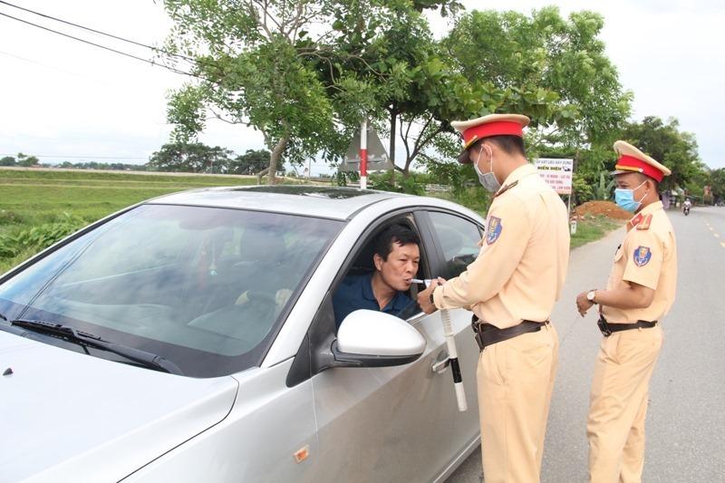 Hà Tĩnh: 3 ngày nghỉ lễ, Công an một huyện tước 46 GPLX, phạt tiền hơn 150 triệu đồng