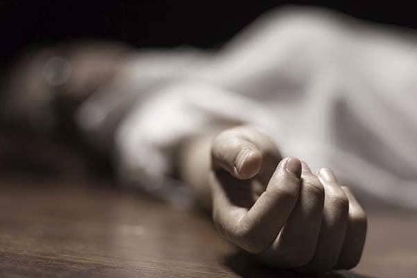 Bệnh nhân ở Ấn Độ nằm chết trên đường suốt 3 tiếng vẫn không gọi được xe cứu thương