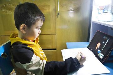 Học sinh Hà Nội tạm dừng đến trường từ ngày mai, phụ huynh cùng giáo viên đồng tình ủng hộ