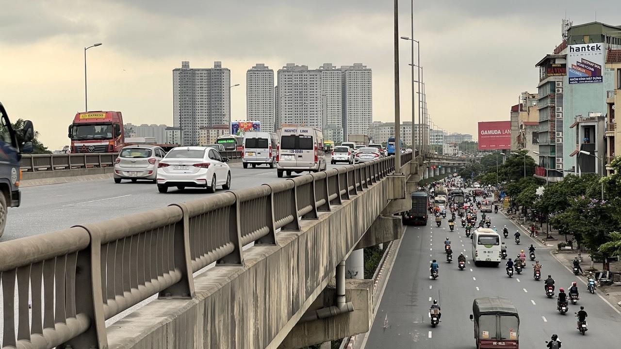 Ngày cuối cùng của kỳ nghỉ lễ 30/4 - 1/5, giao thông cửa ngõ Hà Nội bất ngờ thông thoáng