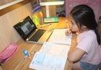 Thích ứng khẩn cấp trước dịch bệnh, phụ huynh Hà Nội cuống cuồng tìm người trông con