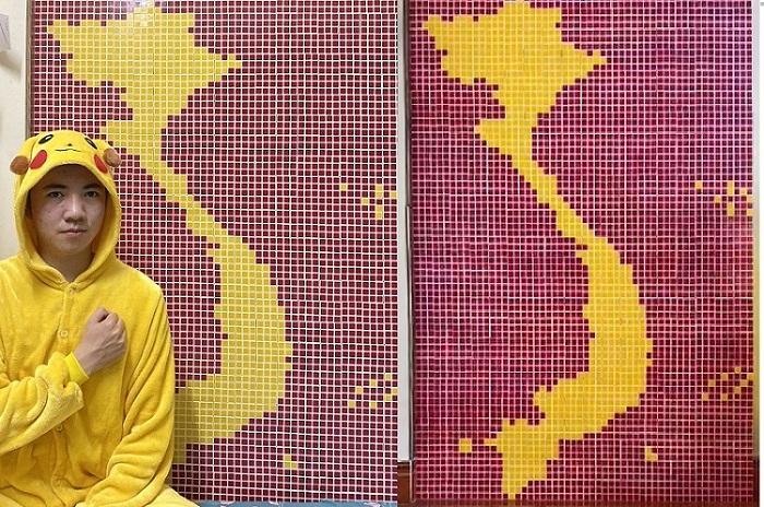 """Giới trẻ """"ố, á"""" xem chàng trai dùng 500 rubik xếp hình bản đồ Việt Nam"""