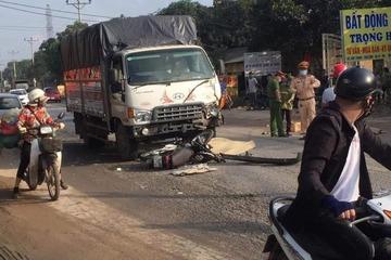 Xe máy va chạm với xe tải, 2 nam thanh niên tử vong tại chỗ