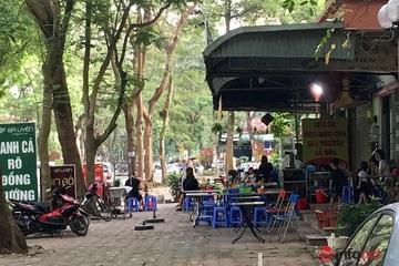Hà Nội: Quán ăn vẫn tràn vỉa hè, như chưa có lệnh đóng cửa, giãn cách