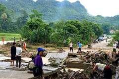 Mưa lớn, sạt lở cầu, ngập nhà dân ở huyện biên giới Nghệ An
