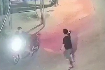 Cận cảnh hai nhóm đối tượng nổ súng hỗn chiến trong đêm